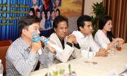 Chế Linh ngẫu hứng song ca cùng Quang Linh, Anh Thơ tại họp báo