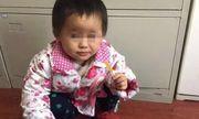 Cha mẹ nóng giận cãi nhau bỏ quên con gái 2 tuổi trên phố suốt một ngày