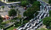 Kẹt xe nghiêm trọng ở cửa ngõ sân bay Tân Sơn Nhất