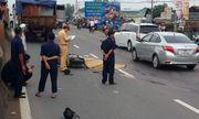 3 thanh niên đi xe máy tử vong sau cú tông mạnh với xe tải