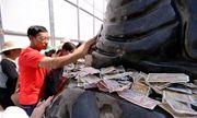 """""""Không nơi nào nhét tiền vào tay Phật như ở ta"""""""