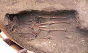 Kỳ lạ 2 xác chết nắm chặt tay nhau suốt 600 năm
