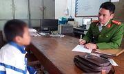 Học sinh tiểu học giật túi xách của người đi đường vì thiếu tiền chơi game