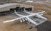 Lộ diện siêu máy bay hai thân khổng lồ đầy bí ẩn của Mỹ