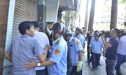 Tạm giữ người bán hàng rong dùng dao tấn công cán bộ dẹp vỉa hè ở Sài Gòn