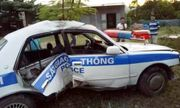 Tài xế chở ma túy bỏ chạy, chèn ép khiến xe cảnh sát bị lật