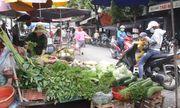 Mưa lũ kéo dài, rau xanh ở miền Trung khan hiếm, tăng gấp đôi
