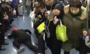 Choáng váng với màn cướp chỗ ngồi trên tàu điện có 1-0-2