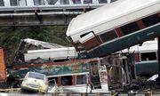 Tàu hỏa Mỹ trật đường ray treo lơ lửng ở đường cao tốc, 103 người thương vong