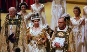 Nữ hoàng Anh lần đầu tiết lộ về chiếc vương miện nặng 1,3 kg sau 65 năm đăng quang