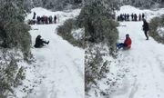 Video: Tuyết phủ trắng Sapa, người dân vui thích chơi trượt tuyết