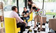 Thuê gái xinh, mặc 'thiếu vải' để hút khách, quán cafe bị dân mạng chỉ trích