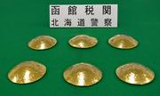 3 người Đài Loan bị bắt ở Nhật Bản vì giấu 10,5 kg vàng trong áo ngực