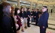 Ông Kim Jong-un xúc động khi xem dàn nghệ sĩ Hàn Quốc biểu diễn