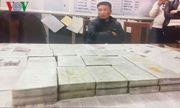 Cảnh sát phá cửa kính ôtô, khống chế nhóm buôn 79 bánh heroin