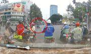 Clip: Tên cướp kéo lê cô gái hàng chục mét giữa ngã tư Sài Gòn