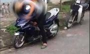 Nam Định: Nam thanh niên chết gục trên chiếc xe máy