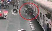 Clip giải cứu bé gái 5 tuổi thoát khỏi đường ray khiến người xem nghẹt thở
