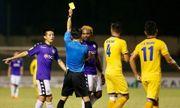 Chân sút chủ lực của Hà Nội FC - Oseni lĩnh án phạt vì đánh nguội cầu thủ SLNA