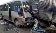 Xe khách đâm nát đầu ô tô tải, 18 người bị thương