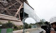 Tháp Eiffel được mặc