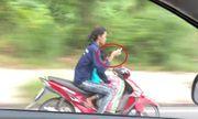 Video: Người phụ nữ lái xe chở theo con nhỏ buông cả hai tay để nhắn tin