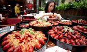 Chỉ việc ăn tôm hùm quanh năm suốt tháng nhận ngay lương khoảng 2 tỷ đồng