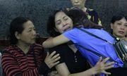 Giây phút gặp gỡ xúc động của hai người mẹ có con gái hiến giác mạc
