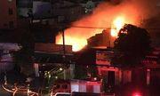 Hiện trường đổ nát, vật dụng ám khói đen kịt vụ hỏa hoạn kho vải tại TP.HCM