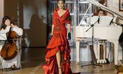 Trương Thị May diện đầm đỏ rực, lộng lẫy làm vedette show thời trang