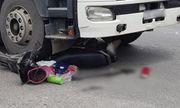Tin tức tai nạn giao thông mới nhất ngày 19/8/2018: Cô gái thoát chết trong gang tấc dưới gầm xe đầu kéo