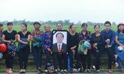 Người dân Ninh Bình ôm di ảnh Chủ tịch nước Trần Đại Quang chờ đón linh cữu