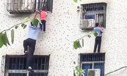 Video: Người đàn ông cứu bé trai bị kẹt đầu vào khung sắt, treo lơ lửng