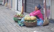 Người Hà Nội co ro trong cái rét mùa đông đến sớm