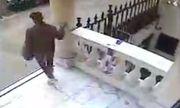Video: Thanh niên trộm chiếc áo tưởng niệm chủ tịch Leicester City trước đại sứ quán Thái Lan tại Anh