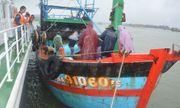 Cứu thành công 10 ngư dân Đà Nẵng gặp nạn trên biển