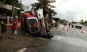 Tin tai nạn giao thông mới nhất ngày 8/12/2018: Container lật nghiêng đè chết 2 cô gái 9X