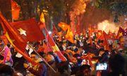 Cổ động viên cả nước đổ ra đường ăn mừng tuyển Việt Nam vô địch AFF Cup 2018 sau 10 năm chờ đợi