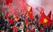 Báo chí, dân mạng Trung Quốc: Nhìn CĐV Việt Nam đi bão lại... tủi cho đội nhà