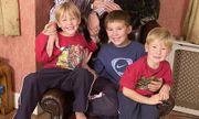 Cùng vợ nuôi nấng 3 người con suốt 20 năm, triệu phú Anh bàng hoàng phát hiện bị vô sinh