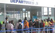 Dịp Tết, sân bay Nội Bài hạn chế người nhà đưa tiễn đi quốc tế