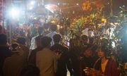 Quảng Trị: Hàng vạn người đổ xô đi chợ cầu may lúc rạng sáng mùng 3 Tết