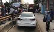Xử phạt tài xế ngang nhiên đỗ ô tô trên đường ray gây cản trở giao thông