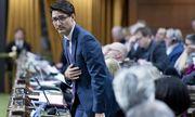 Thủ tướng Canada chính thức xin lỗi vì trót ăn một thanh sô cô la trong cuộc họp