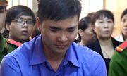 Hung thủ giết cô giáo vì bị hủy hôn trước ngày cưới run lẩy bẩy, bật khóc tại tòa