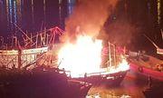 Cháy tàu cá ngùn ngụt trong lúc neo đậu trên sông Hàn