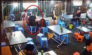 Video: Cặp nam nữ vô tư ôm hôn không ngừng tại quán ăn khiến nhiều người nóng mặt
