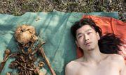 Chấn động Trung Quốc: Con quật mồ cha, chụp ảnh nude với hài cốt để