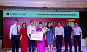 """Agribank trao sổ tiết kiệm 01 tỷ đồng cho khách hàng trúng Giải đặc biệt thứ nhất chương trình """"Gửi tiền trúng lớn cùng Agribank"""""""