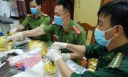 Khám nhà các nghi phạm trong vụ bắt giữ gần 1 tấn ma túy đá ở Nghệ An